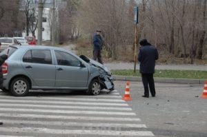 В Запорожье маршрутку протаранила легковушка - ФОТО