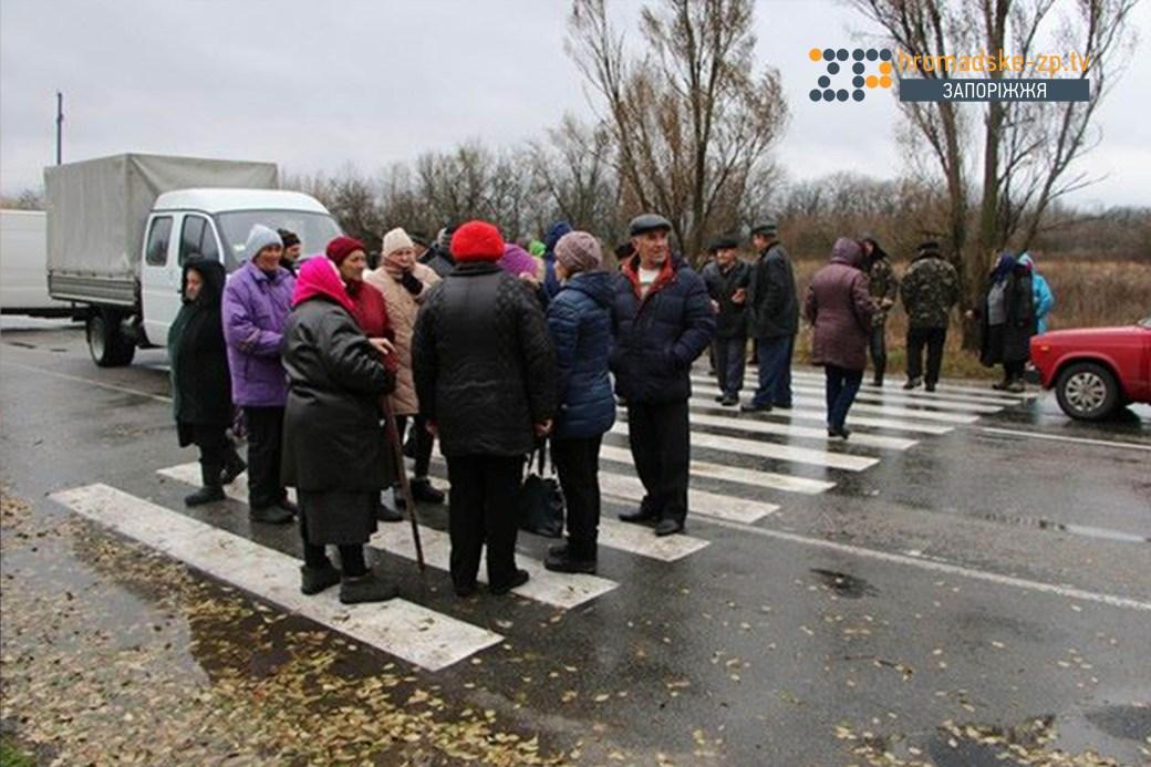 В Запорожской области перекрыли трассу на Донецк - ФОТО