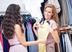 В Запорожской области женщина убежала из магазина в дорогом платье