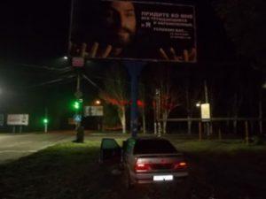 В Запорожской области автомобиль влетел в билборд