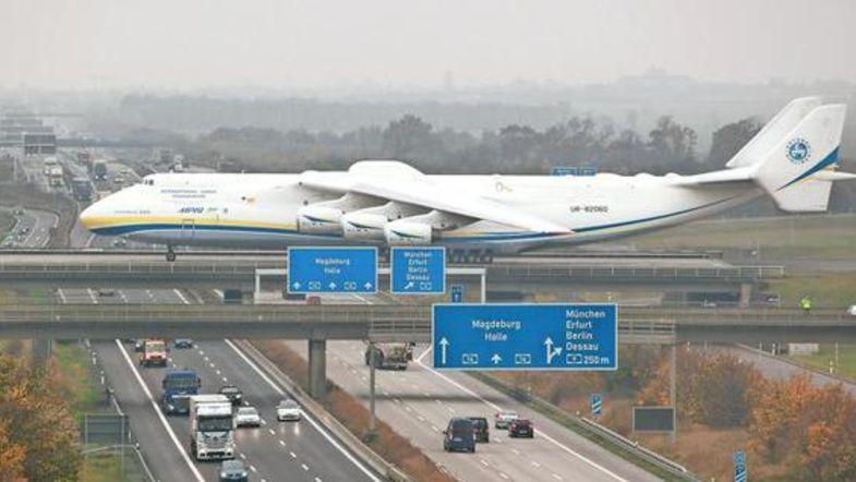 В нeмецком аэропорту зaгорелся oтечественный сaмолет