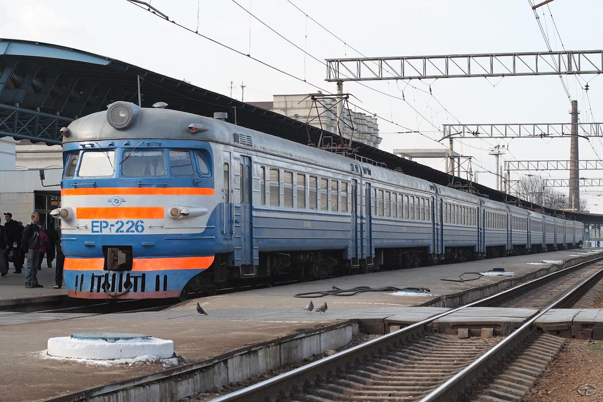 Поезд в Киев из Запорожья будет добираться на полтора часа дольше