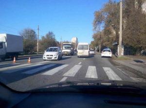 В Запорожье на пешеходном переходе сбили женщину