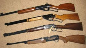 Запорожцы добровольно сдали в полицию оружие и боеприпасы