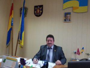 Глава Акимовского районного совета задекларировал 3 земельных участка, два дома и три автомобиля