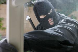 В Запорожье вандалы разгромили лотерейный магазин