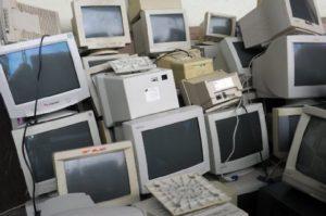 Чиновники облгосадминистрации сдали свою компьютерную технику на лом