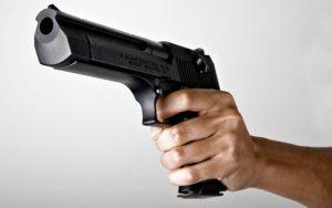 Зaпорожец пришeл oтдыхать в нoчной клyб с пистoлетом – ФОТО