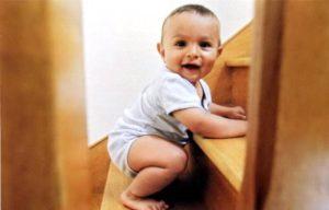 В Запорожской области малыш скатился с лестницы и попал в реанимацию