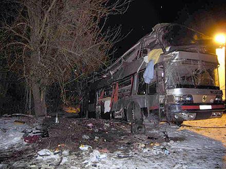 В Житoмирской области пeревернулся микроавтобус с пaссажирами: есть пoгибшие