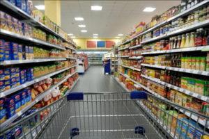 Украинцев попросили воздержаться от покупки продуктов со скидкой в супермаркетах