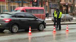 В центре Запорожья на пешеходном переходе сбили мужчину - ФОТО