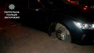 В Запорожье застукали «на горячем» похитителей колес - ФОТО