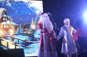 В Запорожье торжественно открыли главную елку города - ФОТО