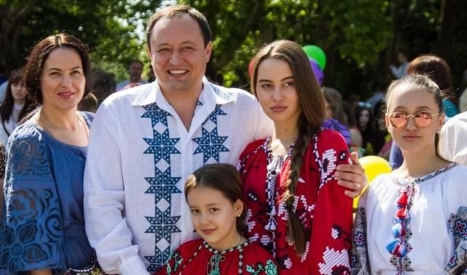 Запорожцы возмущены тем, что Константин Брыль запрещает своей жене работать и ассоциирует женщин с кухней