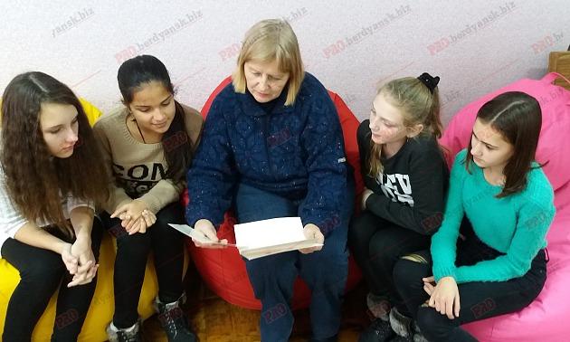 В Запорожской области школьники получили письмо от королевы Великобритании