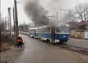 В Запорожье загорелся трамвай - ВИДЕО