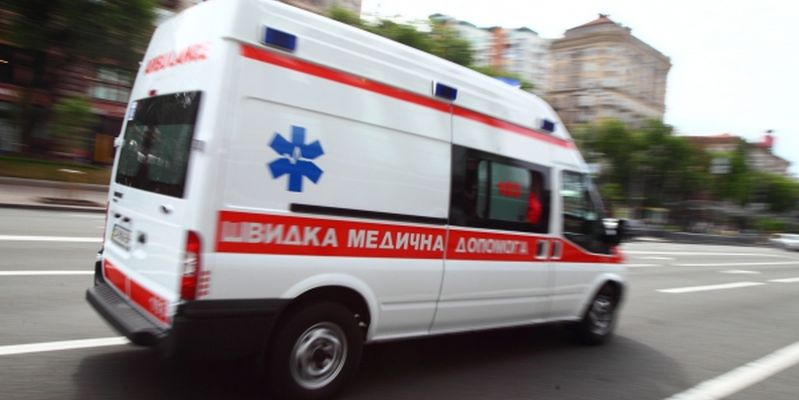 В Запорожье от удара авто женщина пролетела несколько метров - ФОТО
