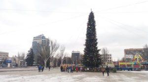 Площадь Фестивальная почти готова к открытию областной елки - ФОТО