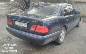 Запорожские патрульные нашли два угнанных автомобиля - ФОТО