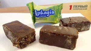 В запорожском супермаркете продают шоколадные конфеты с плесенью и без срока годности - ФОТО