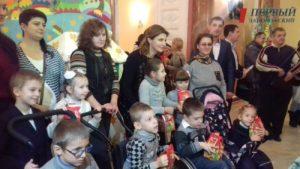 Марина Порошенко вручила запорожским детям подарки - ФОТО