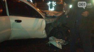 В Запорожье на дамбе произошла серьезная авария: водителя