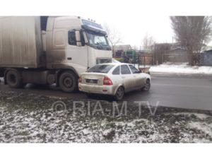 В Запорожской области грузовик снес легковушку и протащил ее несколько метров - ФОТО