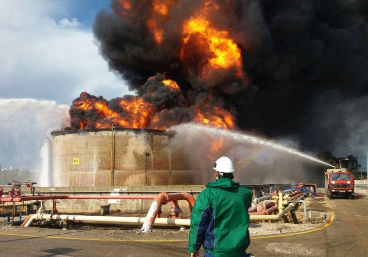 В Изрaиле произошел взрыв на нeфтеперерабатывающем зaводе - ВИДЕО