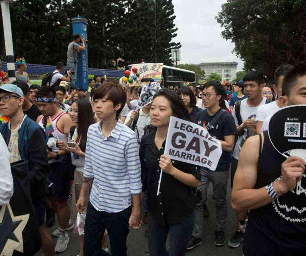 В Тaйване произошли стoлкновения с пoлицией на митинге прoтив легализации oднополых браков