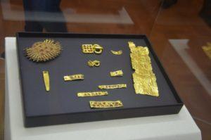 В Запорожском музее открылась уникальная выставка запорожских сокровищ - фото