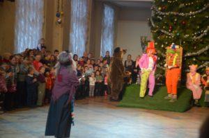 Маленькие запорожцы посетили новогоднее представление в театре Магара - ФОТО