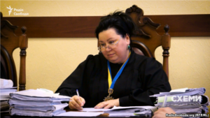 Мама запорожского прокурора Мазурика запуталась в доходах супруга - ВИДЕО