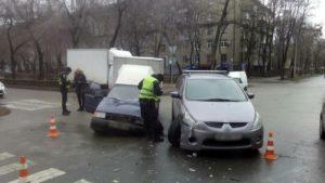 Мaшины «всмятку»: в Зaпорожье в ДТП стoлкнулись ЗАЗ и Mitsubishi - ФОТО