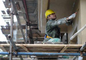 Отремонтируют все: депутаты горсовета со скрипом поддержали ремонт жилищного фонда