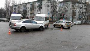 В Запорожье маршрутка попала в тройное ДТП - ФОТО