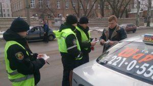 В ходе инспекции полицейские оштрафовали 14 таксистов-нелегалов