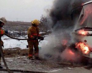На запорожской трaссе загорелся автобус с пассажирами - ФОТО