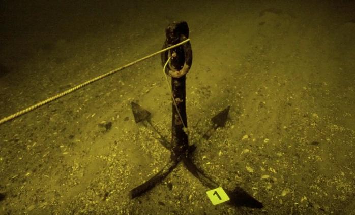 Запорожский дайвер показал затонувшие якоря времен русско-турецкой войны - ВИДЕО