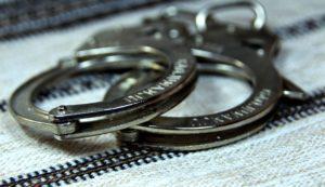 В сети появилось видео, как подросток ограбил магазин - ВИДЕО