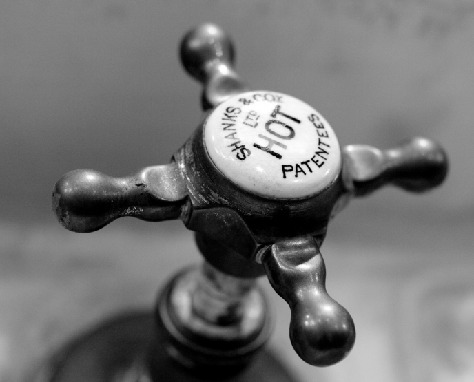 В одном из районов Запорожья отключили горячую воду - КАРТА
