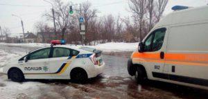 В Запорожье на остановке общественного транспорта подрезали мужчину - ФОТО
