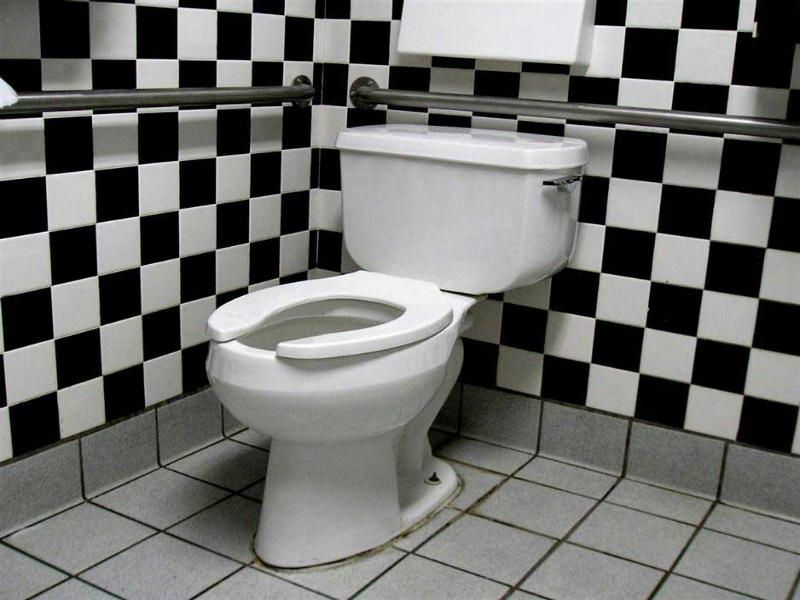 Кому в Запорожье перекроют канализацию за неуплату услуг