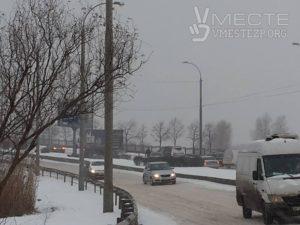 В Запорожье на мосту из-за фуры образовалась пробка - ФОТО