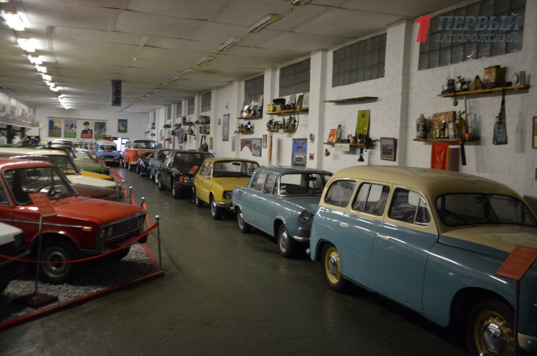 В запорожском музее техники представлено более 200 ретро-автомобилей