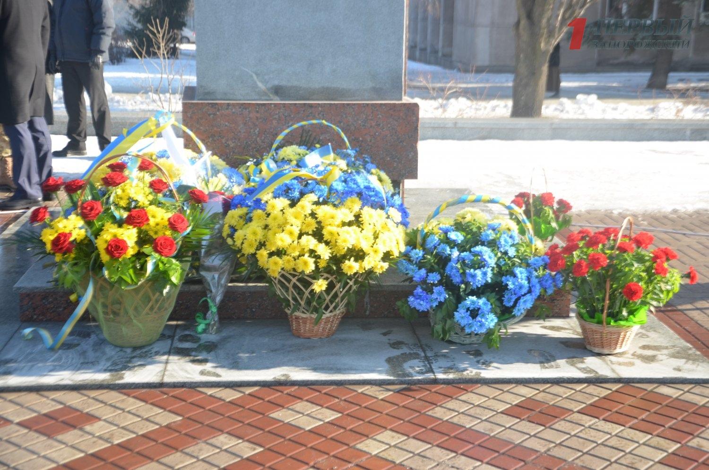 В День Соборности в Запорожье возложили цветы к памятнику Шевченко - ФОТО