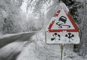 В области спасатели освободили из снежного плена четыре автомобиля