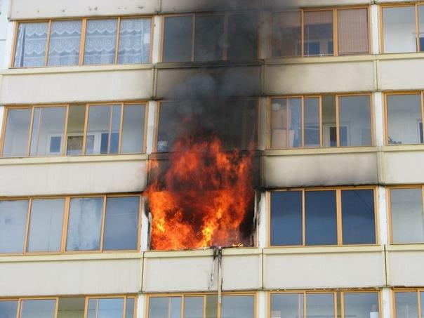 В Запорожье тушили пожар в многоэтажном доме - ФОТО