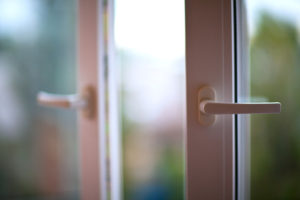 В Запорожье женщина выбросилась из окна многоэтажного дома