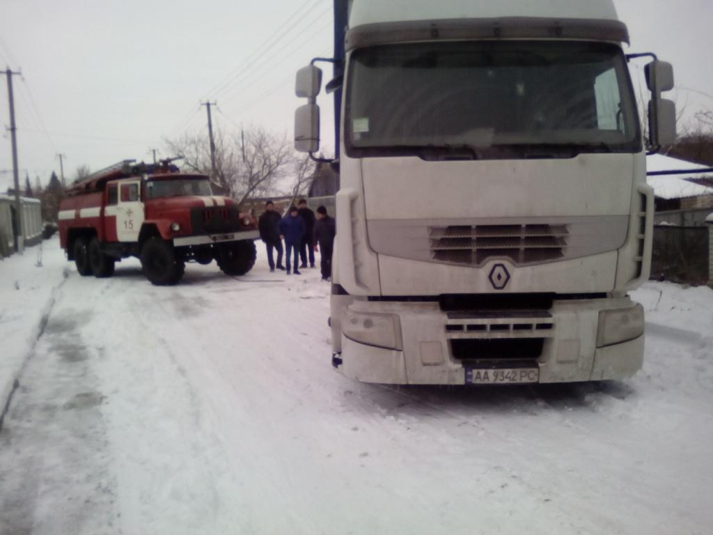 В Запорожской области из-за непогоды грузовик съехал на обочину - ФОТО